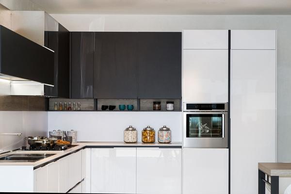 Tủ bếp acrylic b