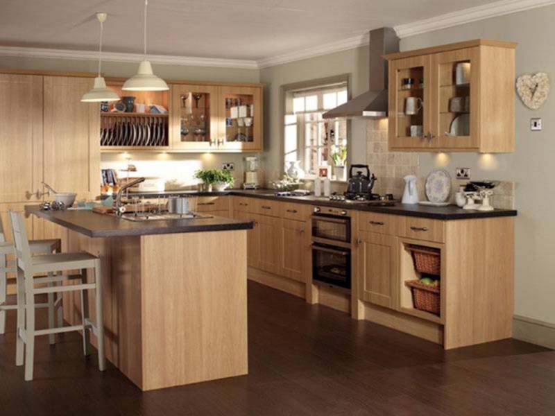 Cách thiết kế phòng bếp nhỏ gọn: Hình dáng chữ u giúp tiết kiệm diện tích sử dụng một cách tối ưu nhất.
